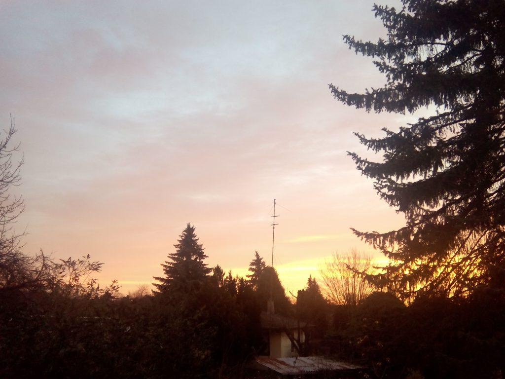 Sonnenaufgang auch im Winter - Offensichtlich ein weiterer Tag der Gnade - vertraue darauf!